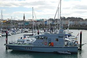 HMS Charger (P292) httpsuploadwikimediaorgwikipediacommonsthu