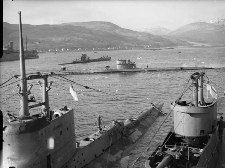 HMS Graph FileHMS Graph HMS Sturgeon HMS Tigris P 42 at Holy Loch WWIIjpg