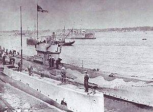 HMS J6 httpsuploadwikimediaorgwikipediaenthumb8