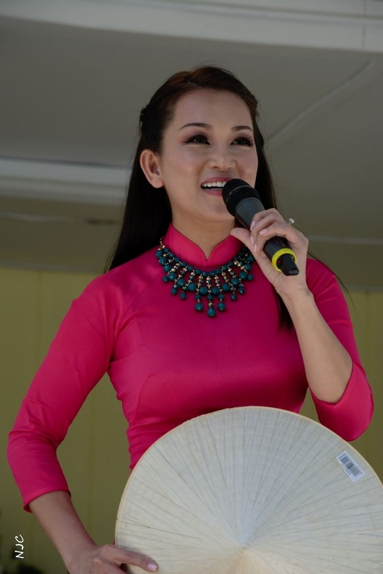 Huong Thuy (singer) Hng Thu singer Wikipedia the free encyclopedia
