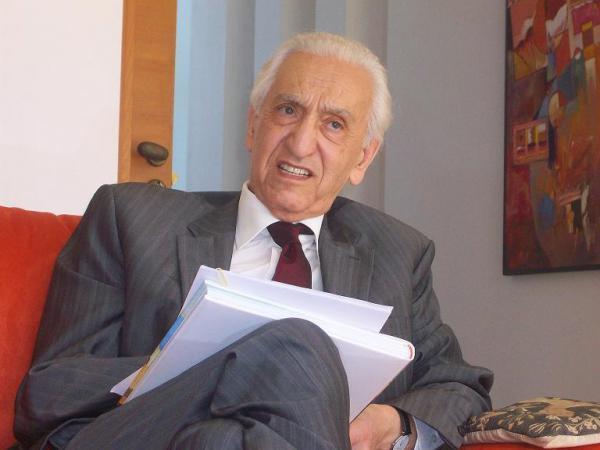 Hocine Ait Ahmed At Ahmed du palais Zighout Youcef au maquis de Kabylie