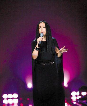 Huang Qishan Veteran Singer Rises to Fame All China Womens Federation