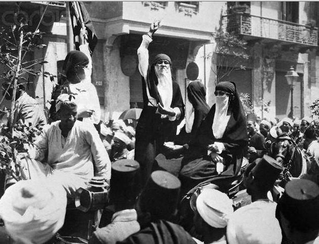 Huda Sha'arawi Huda Shaarawi protesting in Egypt 192039s Courageous