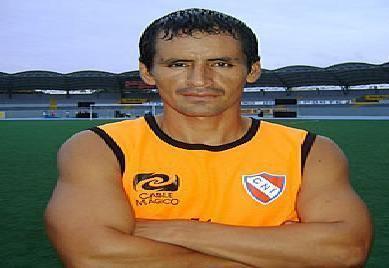 Hugo Castillo SEGUNDA DIVISIN PERUANA Una Pasin Nacional Hugo Castillo firm