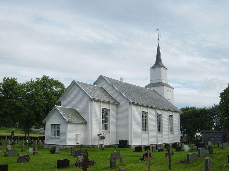 Hustad Church (Fræna)