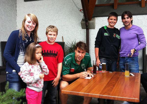 Iñaki Bea Jauregi Bild 1 aus Beitrag Improvisierte Autogrammstunde FC Wacker Stars