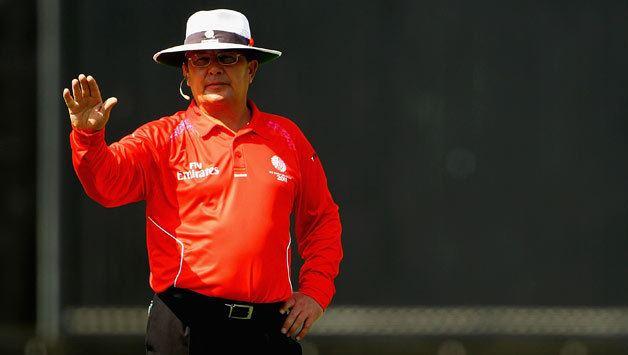 Ian Gould officiates his 100th ODI in AustraliaSri Lanka match in