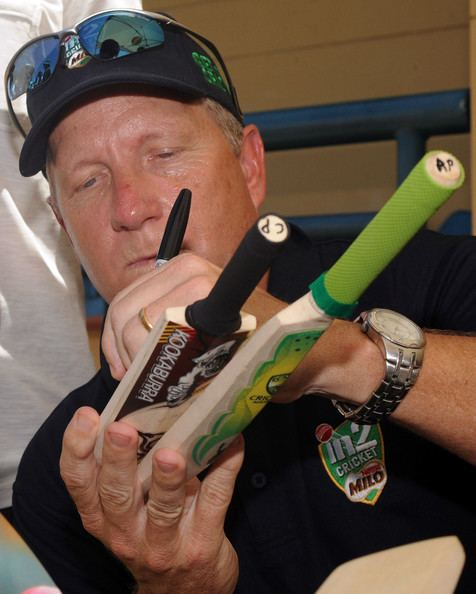 Ian Healy (Cricketer) playing cricket