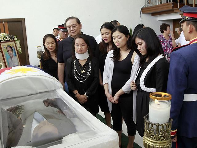 Iggy Arroyo Rep Iggy Arroyo39s remains leave widow39s house en route to