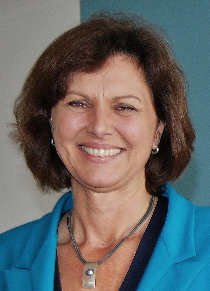 Geschäft preisreduziert am beliebtesten Ilse Aigner - Alchetron, The Free Social Encyclopedia
