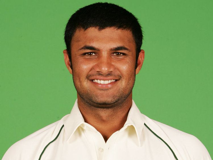 Imran Farhat (Cricketer) playing cricket