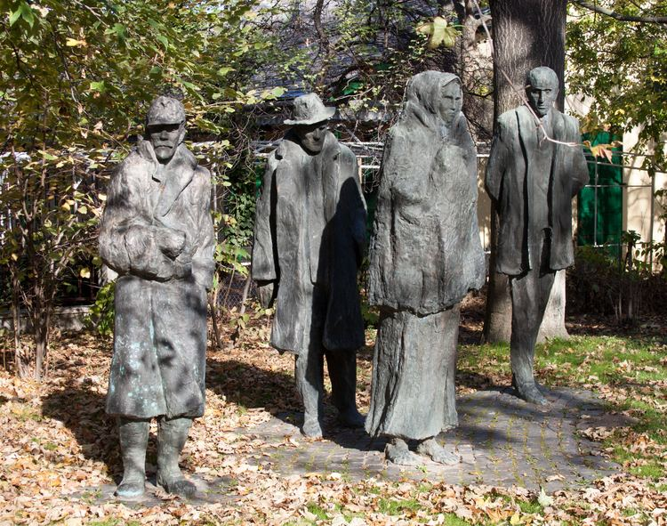 Imre Varga FileSculpture of Imre Varga Martyrs5jpg Wikimedia