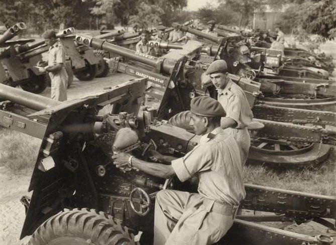 Indo-Pakistani War of 1965 1965 IndoPak War Memorabilia 25 Indian Artillery guns captured in