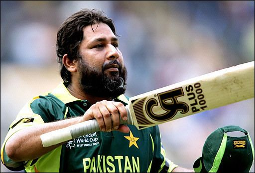 Inzamam ul Haq (Cricketer) playing cricket