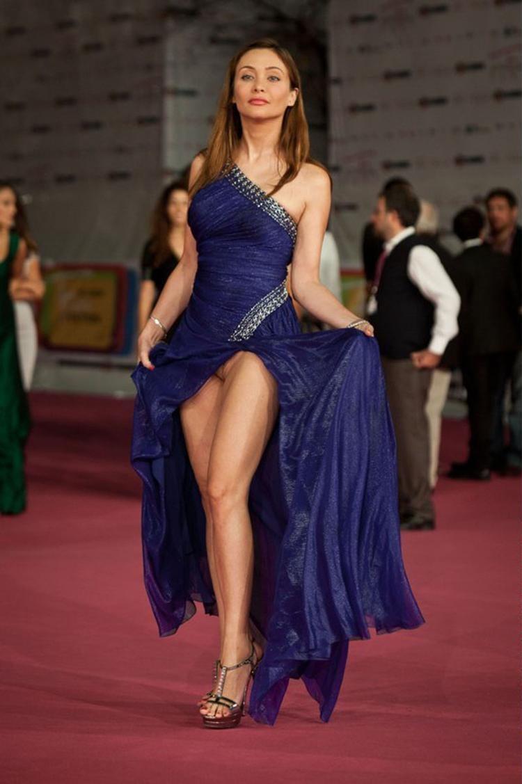 Женщины без белья под платьем