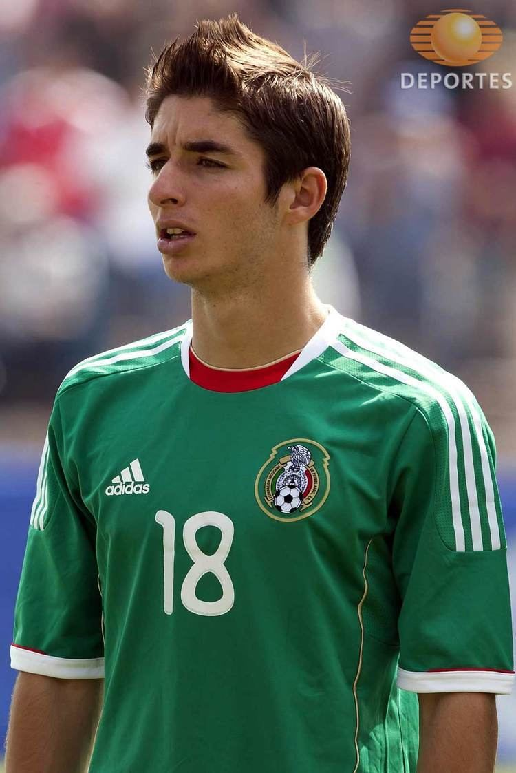 Isaác Brizuela Classify this Mexican soccer player from GuadalajaraChivas team