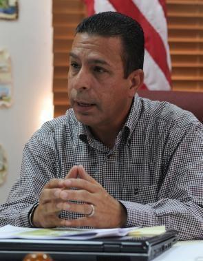 Isidro A. Negrón Irizarry Distinguen labor de ciudadanos en San Germn