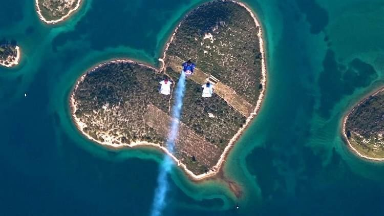 Island of Love Skydivers Swoop Over Island of Love for Valentines Day NBC News