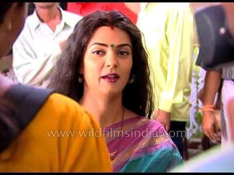Sushmita Sen and daughter Renee on Bengali film set - YouTube