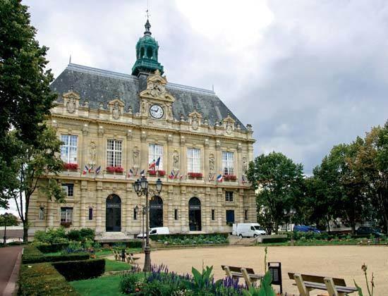 Ivry-sur-Seine httpsmedia1britannicacomebmedia521494520