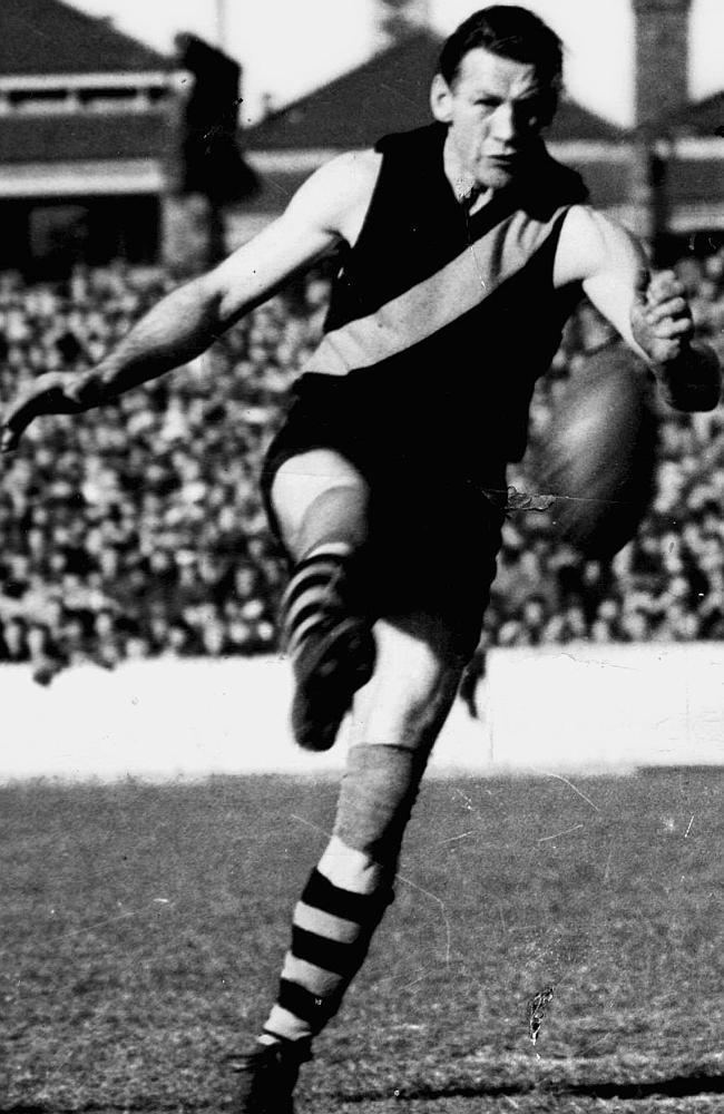 Jack Dyer Jack Dyer made No 17 jumper famous at Richmond in 317 VFL