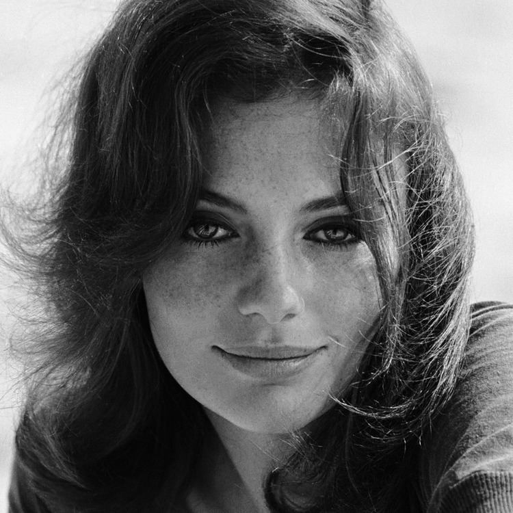 JACQUELINE BISSET AWARD WINNING ACTRESS EARLY 70S PUBLICITY PHOTO
