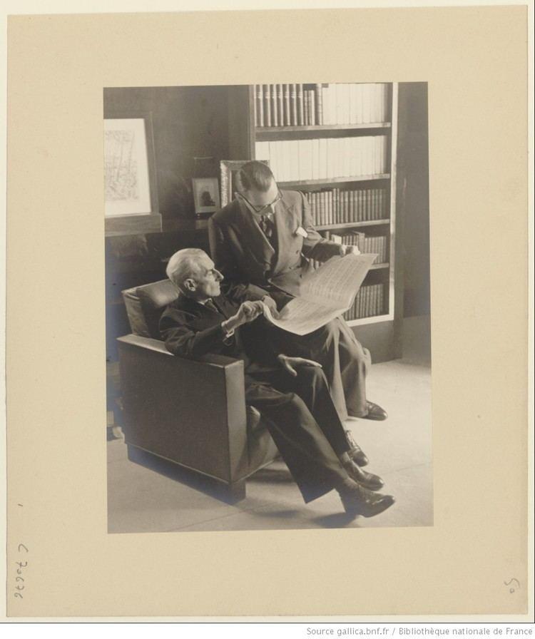 Jacques Février Maurice Ravel tudiant une partition avec Jacques Fvrier chez