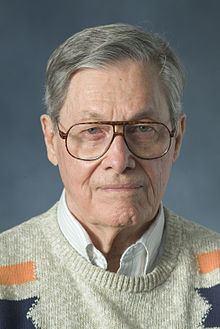 James E. Gunn (writer) httpsuploadwikimediaorgwikipediacommonsthu