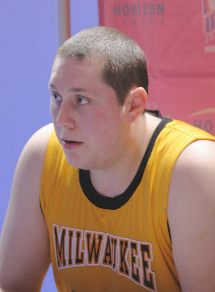 James Eayrs wwwuicflamesbasketballcomUWMEayrsInt101jpg
