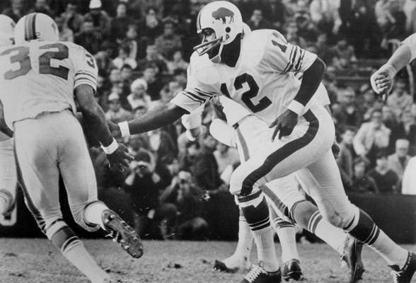 James Harris (quarterback) Former Bills QB James Harris retires from the NFL