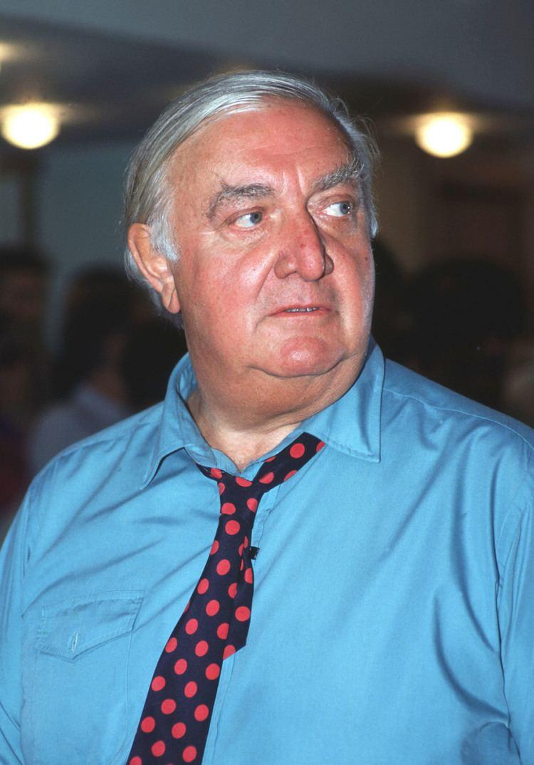 James Stirling (architect) httpsuploadwikimediaorgwikipediacommons22