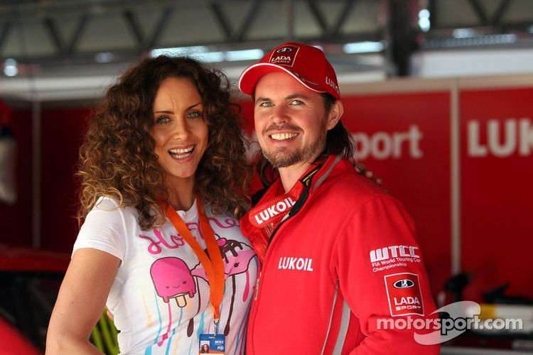 James Thompson (racing driver) James Thompson Lada Granta LADA Sport Lukoil with his wife Zoe at