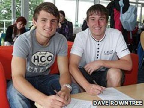 Jamie Richards (footballer) Plymouth Argyle sign Luke Young and Jamie Richards BBC Sport