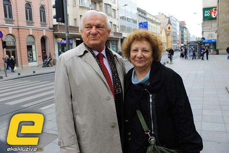 Jasna Diklić Galerija slika Jasna Dikli i Jovan Divjak Mahalanje na ulici