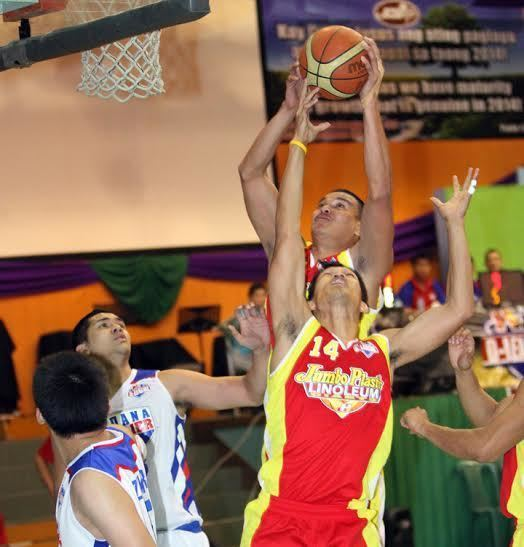 Jason Ballesteros PBA DLeague Ballesteros towers as Jumbo Plastic trips