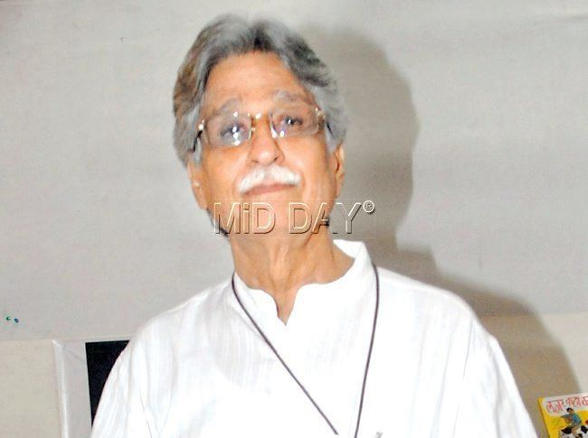 Javed Siddiqui Spotted Gulzar at a book launch in SoBo Entertainment