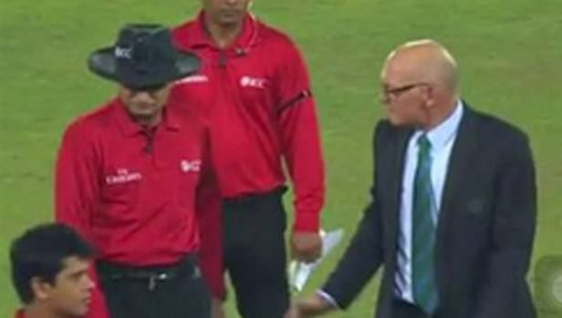 Jeff Crowe carries on as referee in Bangladesh just hours after