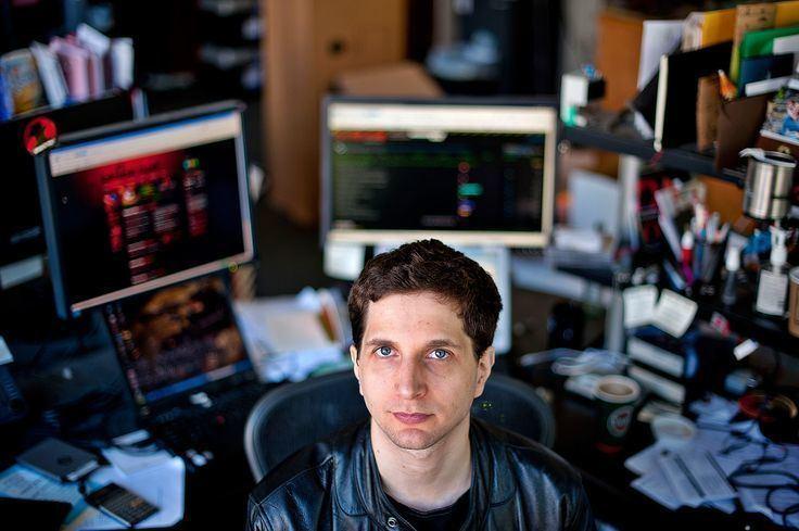 Jeff Moss (hacker) Jeff Moss aka The Dark Tangent is a 39 yo American hacker and