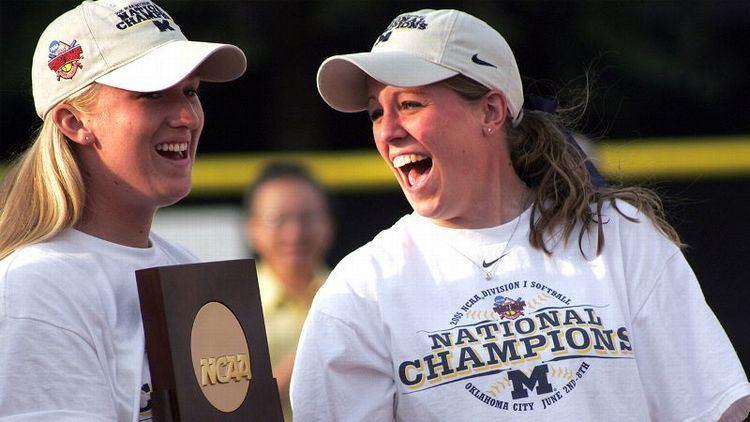 Jennie Ritter Former Michigan Pitcher Jennie Ritter Cheers On Wolverines