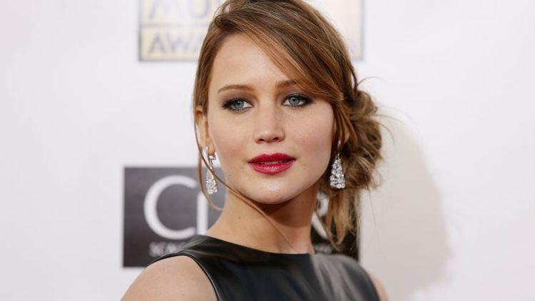 Jennifer Lawrence Jennifer Lawrence has mini meltdown on the red carpet