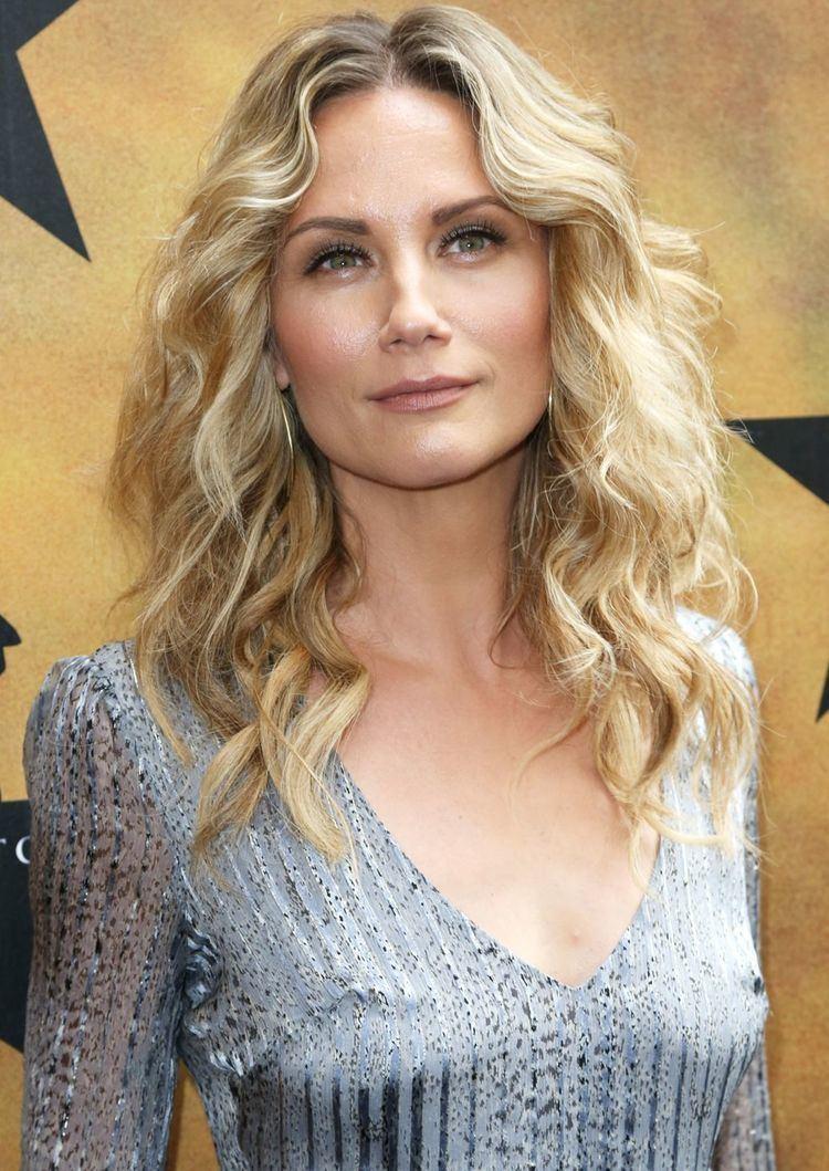 Jennifer Nettles Jennifer Nettles to Play Dolly Parton39s Mother in TV Movie