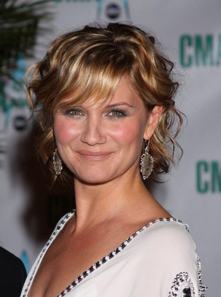 Jennifer Nettles Jennifer Nettles Returning as 39CMA Country Christmas39 Host
