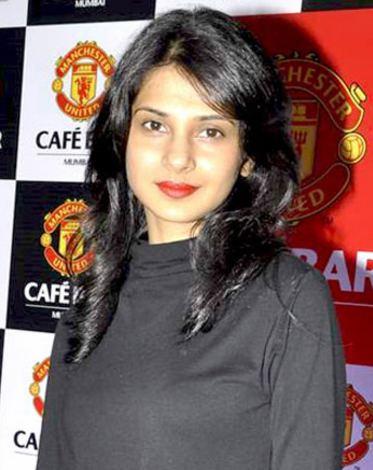 Jennifer Winget httpsuploadwikimediaorgwikipediacommons66