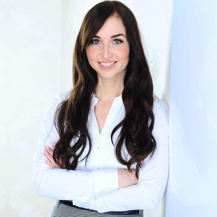 Jenny Winkler Jenny Winkler Assistenz Bereichsleitung Credit Treasury