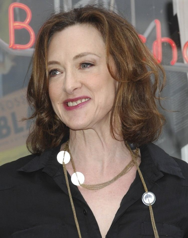 Joan Cusack Complete Biography With Photos Videos Before appearing on the big screen, actors john, joan, ann, bill and susie cusack called the chicago suburb evanston home. joan cusack complete biography with