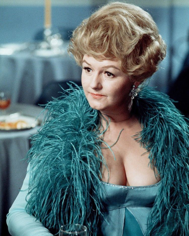 Joan Sims Joan Sims Carry On Again Doctor 1969 Carry On Pinterest