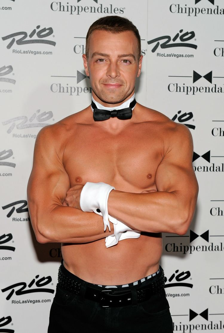 Joey Lawrence Joey Lawrence showed off his impressive physique last