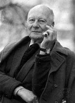 John Gielgud Sir John Gielgud British actor and director Britannicacom