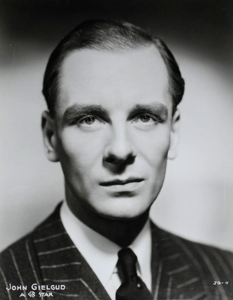 John Gielgud httpsuploadwikimediaorgwikipediacommonsbb