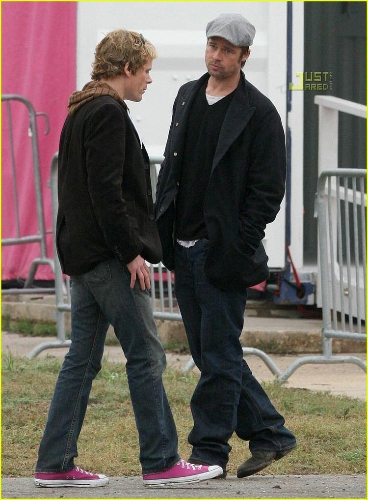 John Norris (reporter) Brad Pitt Kicks It With John Norris Photo 815151 Brad Pitt